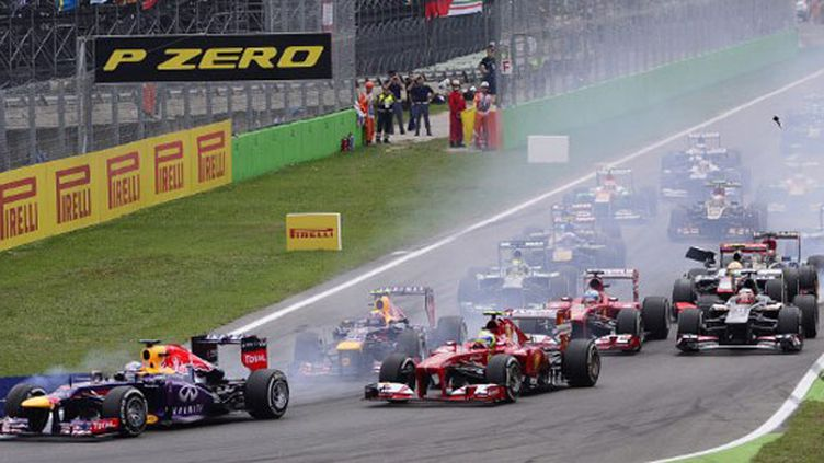 Sebastian Vettel et la meute au départ du Grand Prix de Monza