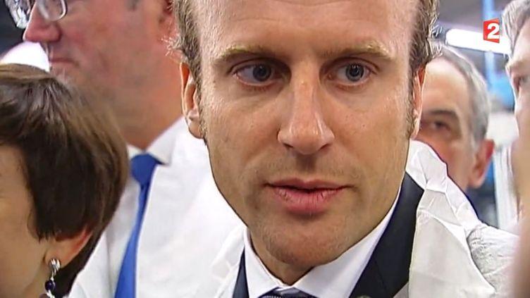 Emmanuel Macron, ministre de l'Economie, en visite à Romagny(Manche), le 2 septembre 2014. ( FRANCE 2 / FRANCETV INFO)