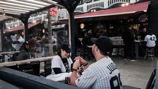 A New York, les bars et restaurants ont rouvert mais ce sont surtout les terrasses qui sont prisées, le 1er avril 2021. (SPENCER PLATT / GETTY IMAGES NORTH AMERICA)