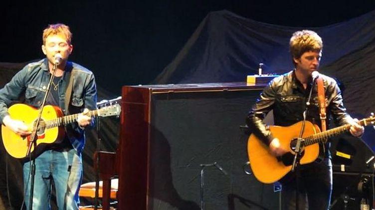 Damon Albarn et Noel Gallagher se produisent au Royal Albert Hall de Londres le 23 mars 2013 pour le Teenager Cancer Trust.  ( http://www.teenagecancertrust.org/)