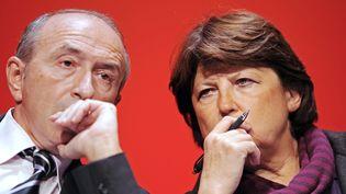 Les maires PS de Lyon, Gérard Collomb, et de Lille, Martine Aubry, le 9 octobre 2009 à Bordeaux (Gironde). (JEAN-PIERRE MULLER / AFP)