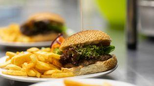 Les restaurateurs dont la production dépasse le seuil de dix tonnes de biodéchets par an doivent les trier pour les valoriser (SIGRID GOMBERT / CULTURA CREATIVE)