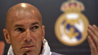 Zinedine Zidane, lors d'une conférence de presse, à Madrid (Espagne), le 22 avril 2017. (Photo d'illustration) (GERARD JULIEN / AFP)