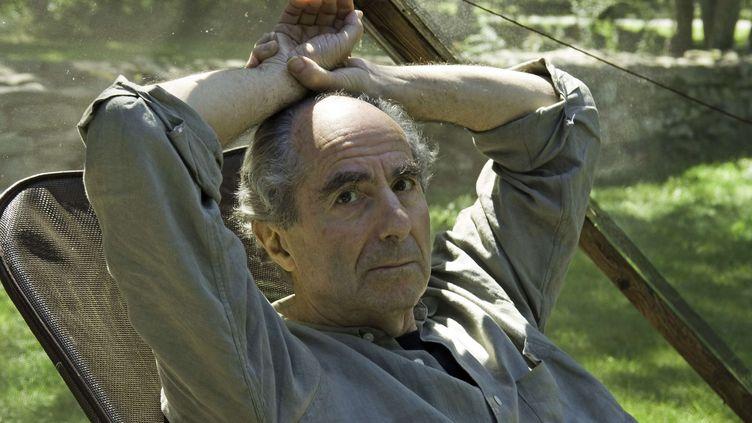 L'auteur américain Philip Roth à son domicile de Warren (Connecticut), le 5 septembre 2005. (DOUGLAS HEALEY / AP / SIPA)