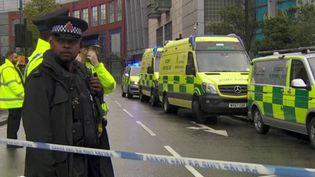 L'attaque a eu lieu vendredi 11 octobre au matin dans un centre commercial de Manchester (Royaume-Uni). La ville avait été marquée par un attentat à la bombe qui avait fait une vingtaine de morts en 2017. L'assaillant a fait plusieurs blessés, avant d'être arrêté. (France 2)