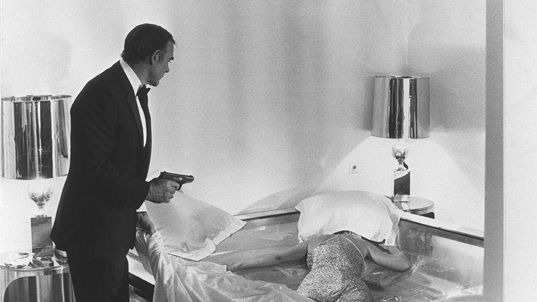 Sean Connery dans Jamais plus jamais. Son pistolet sera vendu aux enchères à Los Angeles. (AFP)
