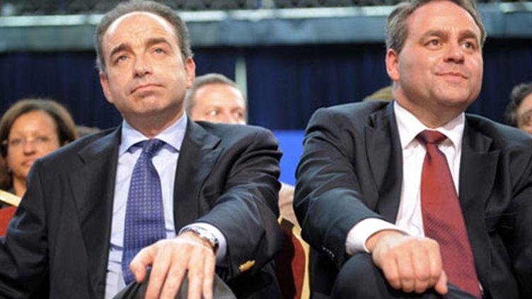 Jean-François Copé, responsable du groupe UMP à l'Assemblée (g) et Xavier Bertrand, secrétaire général de l'UMP. (AFP - Martin Bureau)