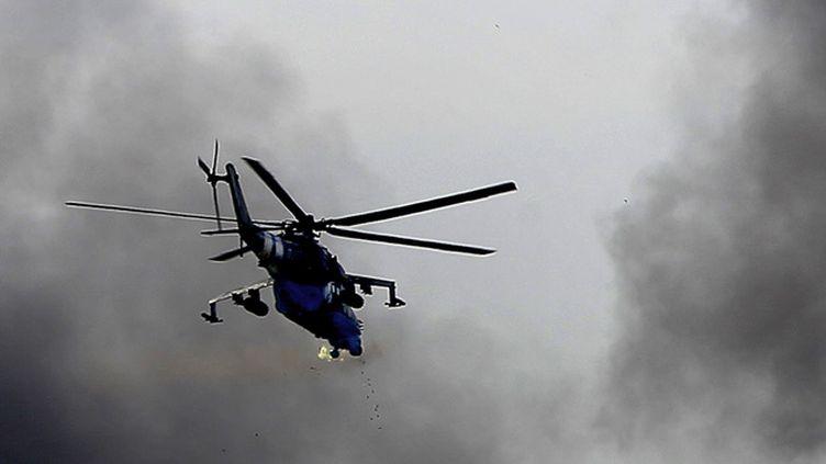 (Un hélicoptère ukrainien MI-24 lundi soir dans le ciel de Donetsk  © REUTERS | Yannis Behrakis)