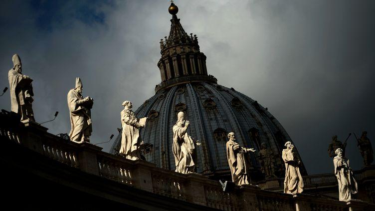 Le dôme de la basilique Saint-Pierre, le 9 mars 2013, au Vatican. (FILIPPO MONTEFORTE / AFP)