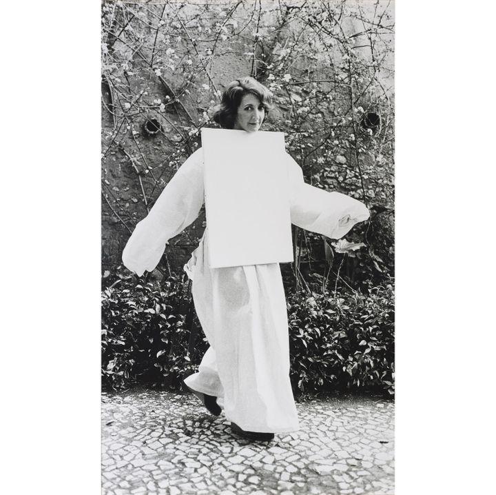 "Helena Almeida, ""Tela Habitada"" (Toile habitée), 1976, Edition de 3, Colle Galeria Filomena Soares, Lisbonne  (Photo Filipe Braga © Fundação de Serralves, Porto)"