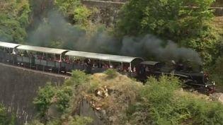 Des lignes ferroviaires abandonnées renaissent grâce à des bénévoles qui les réparent. (France 3)