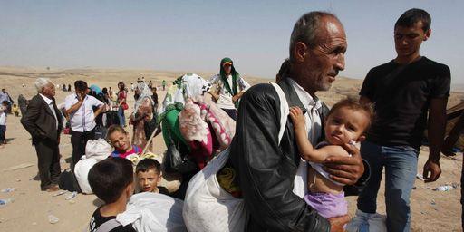 Réfugiés syriens, fuyant la violence dans leur pays, passent au Kurdistan irakien (nord de l'Irak) le 4-9-2013. (Reuters - Haider Ala)