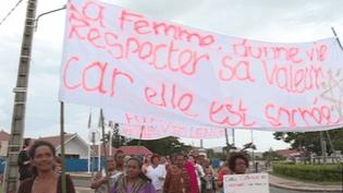 La marche blanche contre les violences faites aux femmes dans les rues de Boulouparis mercredi 28 mars 2018. Mobilisation organisée par l'association des femmes de Kouergoa (MARGUERITE POIGOUNE / NC1ERE)