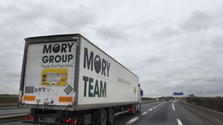 Un camion Mory Ducros à Gonesse (Val-d'Oise), le 9 janvier 2014. (MARTIN BUREAU / AFP)