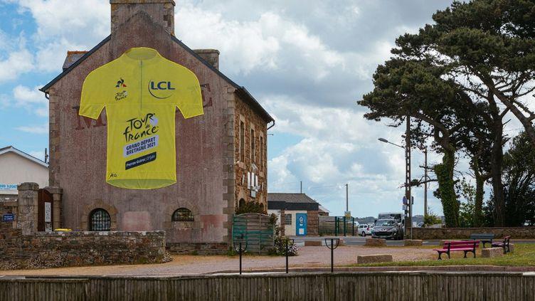 Le Tour de France sera féminin et masculin à partir de 2022. (MATHIEU MENARD / HANS LUCAS via AFP)