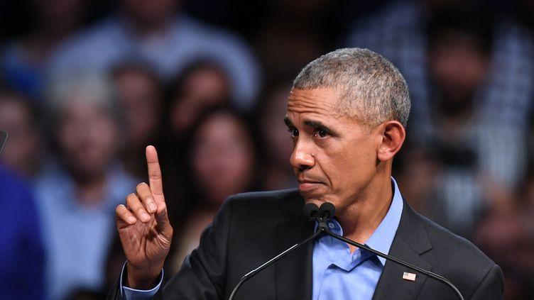 Barack Obama, le 19 octobre 2017 à Richmond en Virginie (Etats-Unis). (JIM WATSON / AFP)