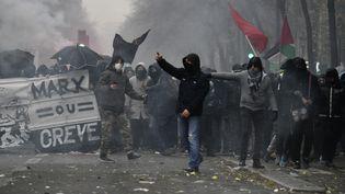 Des black bloc dans le cortège parisien, le 5 décembre 2019. (JULIEN MATTIA / LE PICTORIUM / MAXPPP)