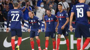 Antoine Griezmann et les Bleus exultent après le deuxième but du joueur madrilène. (FRANCK FIFE / AFP)