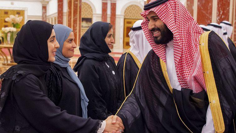 Entre 2018 et 2020, le taux d'activité des femmes sur le marché du travail est passé de 20 à 33%, notammentgrâce au plan demodernisation voulupar leprince saoudien Mohammed Ben Salmane (ci-contre) - Photo d'illustration. (BANDAR AL-JALOUD / SAUDI ROYAL PALACE / AFP)