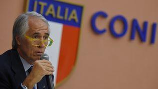 Giovanni Malago, le présidentu du comité olympique italien, annonce le retrait de la candidature de Rome, le 11 octobre 2016, en Italie. (ANDREAS SOLARO / AFP)