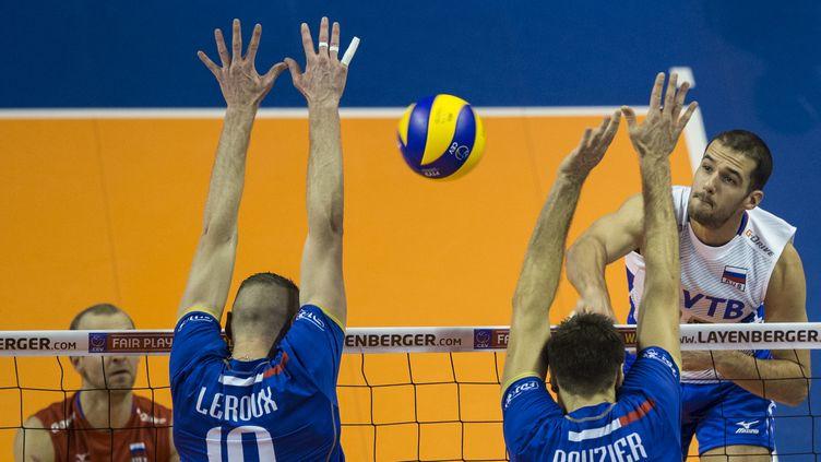 Aleksandr Markin, volleyeur russe contrôlé positif au meldonium, face à l'équipe de France.  (JOHN MACDOUGALL / AFP)