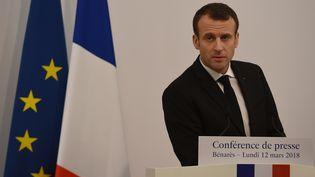 Le président de la République, Emmanuel Macron, lors d'une conférence de presse à Bénarès, en Inde, le 12 mars 2018. (MONEY SHARMA / AFP)