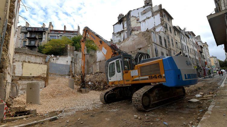 Le lieu de l'éboulement des immeubles, rue d'Aubagne, à Marseille. (GEORGES ROBERT / MAXPPP)