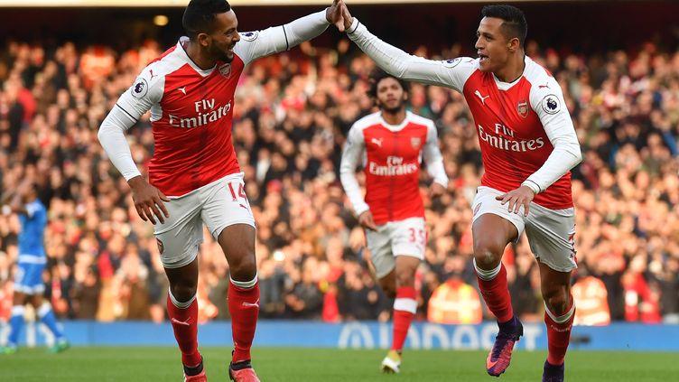 Theo Walcott et Alexis Sanchez heureux buteurs avec les Gunners (BEN STANSALL / AFP)