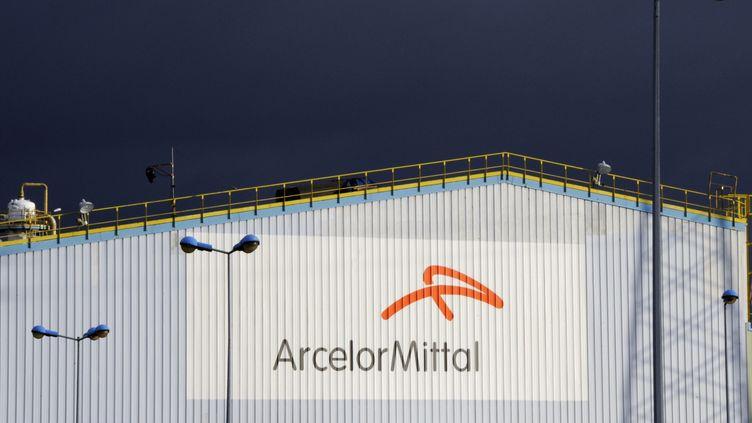 Un bâtiment d'ArcelorMittal sur le site de Florange (Moselle), le 10 décembre 2012. (JEAN-CHRISTOPHE VERHAEGEN / AFP)