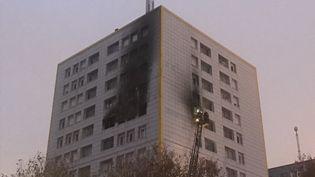Un incendie s'est déclaré dans un immeuble du quartier de Queliverzan, à Brest, le 6 novembre 2019. (MORGANE HEUCLIN-REFFAIT / FRANCE-BLEU BREIZH IZEL)