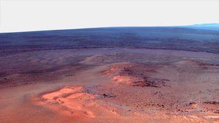 Une vue colorisée de la surface de Mars, composée d'une mosaïque de clichés réalisés par le robot Opportunity, diffusée par la Nasa le 25 janvier 2012. (NASA)