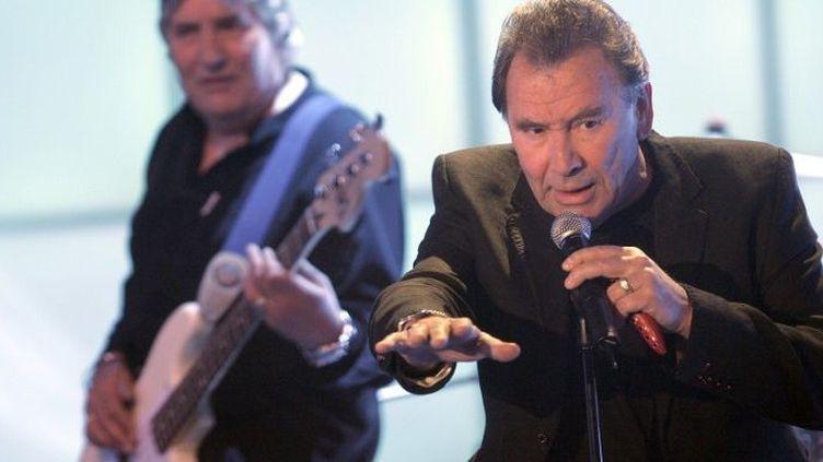 Le chanteur Reg Presley et le bassiste Pete Staples du groupe The Troggs, en avril 2008  (JOERG CARSTENSEN / DPA / DPA/AFP)