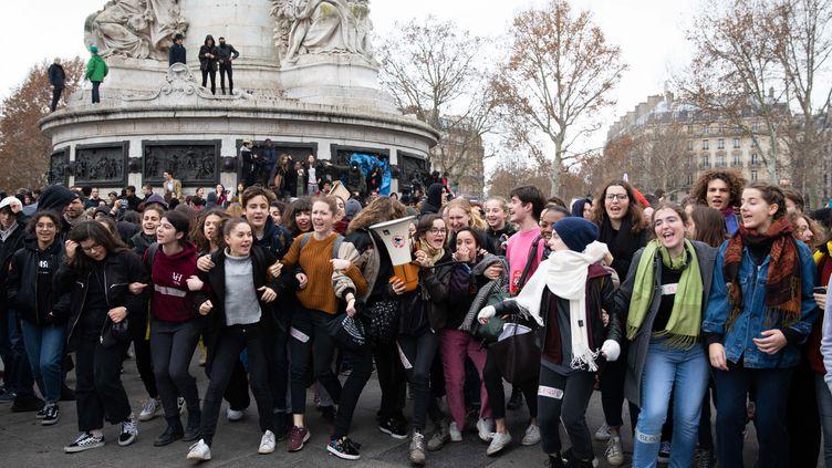 Manifestation de lycéens place de la République à Paris, vendredi 7 décembre. (ALEXIS SCIARD  / MAXPPP)