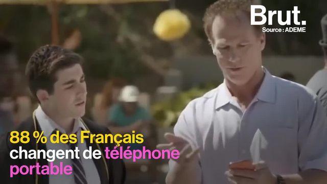 Adrien Montagut-Romans co-fondateur de Commown, présente le Fairphone que sa coopérative propose en location pour lutter contre les conséquences environnementales et sociales de la production de téléphones. Brut l'a rencontré.
