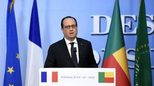 François Hollande, jeudi 2 juillet 2015, lors d'une conférence de presse, à Cotonou,au Bénin, dans le cadre d'une tournée africaine. (ALAIN JOCARD / AFP)