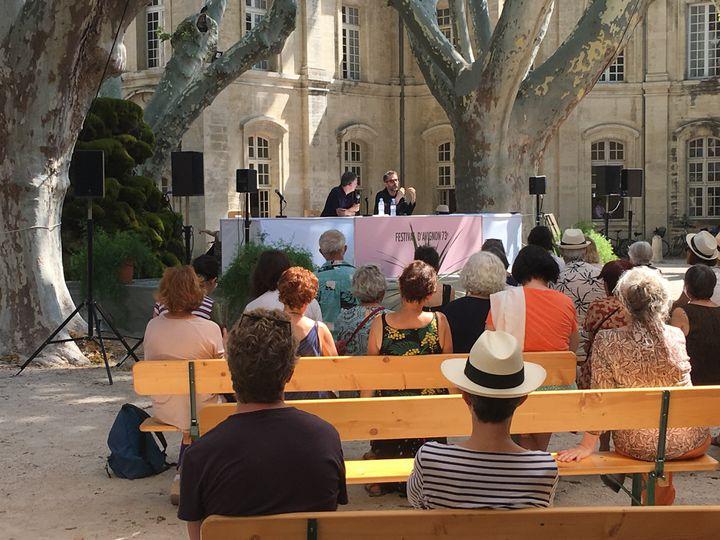 Pascal Rambert lors de la conférence de presse le 5 juillet au Cloître Saint-Louis d'Avignon. (LORENZO CIAVARINI AZZI / FRANCEINFO CULTURE)