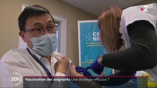 Covid-19 : au tour des soignants de se faire vacciner