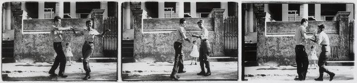 Agnès Varda, Cuba, Cha-cha-cha dansé par des membres de l'ICAIC, dont Sarita Gómez en tenue de militaire,1963 - Collection Centre Pompidou, Paris, Musée national d'art moderne - Centre de création industrielle  (Centre Pompidou, MNAM-CCI / Georges Meguerditchian / Dist RMN-GP © Agnès Varda)