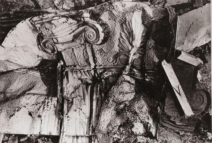 """Walker Evans, """"Stamped Tin Relic"""", 1929, Collection Centre Pompidou, Paris, Achat en 1996  (Walker Evans Archive, The Metropolitan Museum of Art Photo: © Centre Pompidou / Dist.RMN-GP)"""