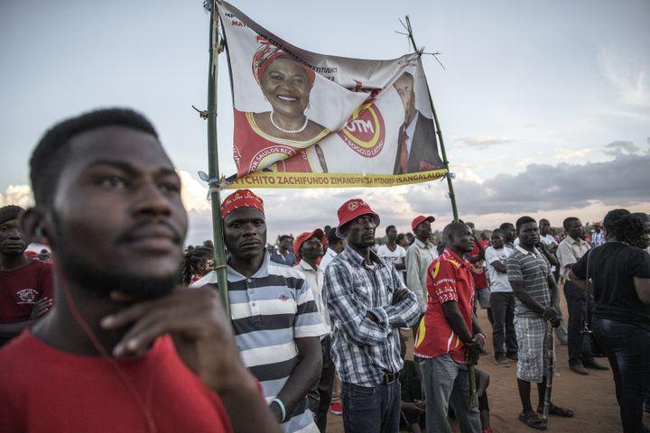 Partisans du vice-président du MalawiSaulos Chilima,candidat contre le chef de l'Etat sortant, lors d'un meeting électoral le 18 mai 2019 à Lilongwe, capitale du pays. (GIANLUIGI GUERCIA / AFP)