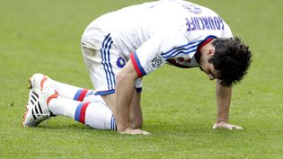 Yoann Gourcuff sous les couleurs de Lyon lors d'un match contre Brest, le 6 mai 2012. Le joueur français le mieux payé de Ligue 1 symbolise les gros salaires mis en danger par la taxe à 75% du gouvernement. (FAYOLLE PASCAL/SIPA)