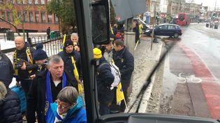 Des supporters déçus par le report du match de rugby Saracens-Clermont, sont repartis dès le dimanche soir. (JEAN-PERRE MOREL/RADIOFRANCE)