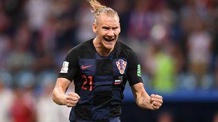 Le Croate Domagoj Vida fête la victoire de son équipe face aux Russes en quarts de finale du Mondial en Russie, le 7 juillet 2018 à Sotchi. (GRIGORIY SISOEV / SPUTNIK / AFP)