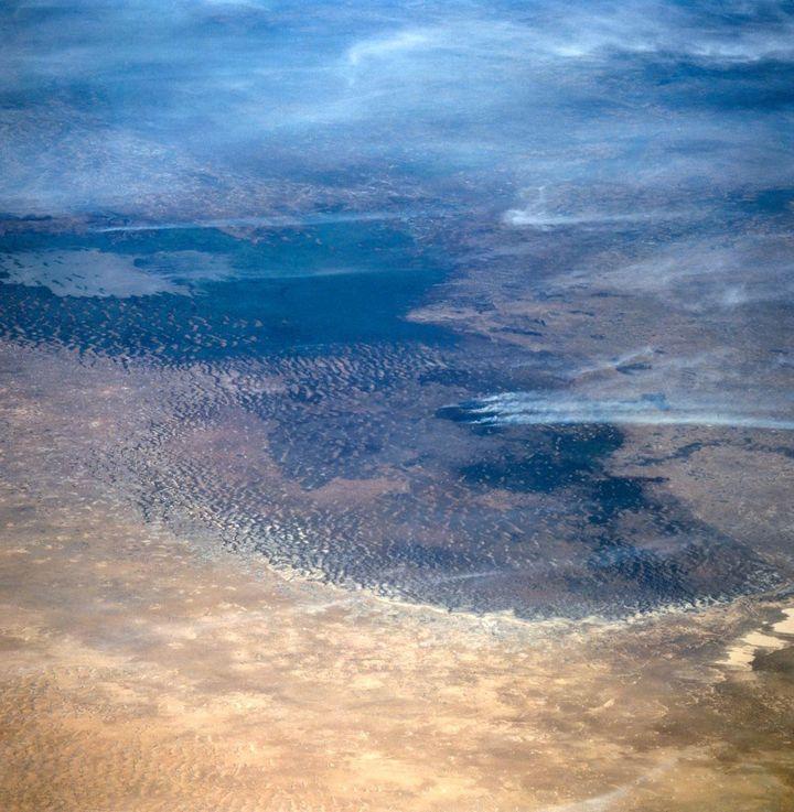Le Lac Tchad vu de l'espace du Nord vers le Sud en novembre 1994. Photo prise depuis la navette spatiale américaine Atlantis (STS-66). (NASA)