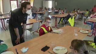 Cantine scolaire àSaussemesnil dans le Cotentin. (FRANCE 2)