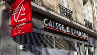 Une agence Caisse d'Epargne, à Paris, le 10 décembre 2019. (RICCARDO MILANI / HANS LUCAS / AFP)