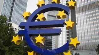 La loge de l'euro à la Banque européenne à Francfort (Allemagne). (DANIEL ROLAND / AFP)
