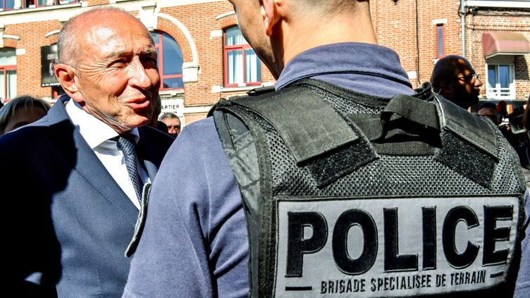 Gérard Collomb à la rencontre de policier le 26 septembre 2018 à Lille. (PHILIPPE HUGUEN / AFP)
