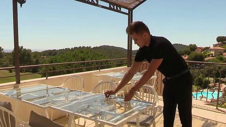 Vacances d'été : face au manque demain-d'œuvre dans l'hôtellerie-restauration, lesjeunes vont-ils sauver la saison ? (France 2)