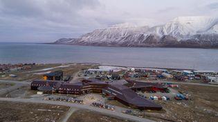 La ville de Longyearbyen, sur l'archipel duSvalbard, en Norvège, le 31 octobre 2017. (MEEK, TORE / NTB SCANPIX MAG / AFP)